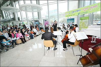 가천의대길병원, 사랑의 현악앙상블 공연 기사의 사진