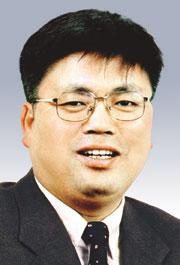 [데스크시각―박병권] 변신인가 변절인가 기사의 사진