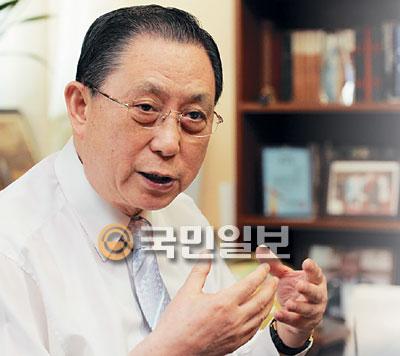 칼뱅 탄생 500주년 기념사업회 대표회장 이종윤 목사 기사의 사진