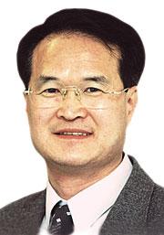 [윤재석 칼럼] 박제가 된 천재 백남준 기사의 사진