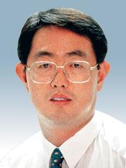 [데스크시각―염성덕] 전국휴교령과 강제실시권 기사의 사진
