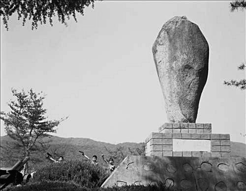 [그림이 있는 아침] 한국전쟁 기념비 기사의 사진