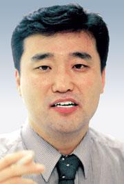 [특파원 코너-김명호] 文民 국방장관 기사의 사진