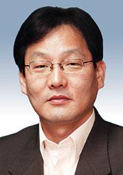 [데스크시각-김의구] 문재인 정치 기사의 사진