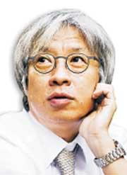 [철학자 탁석산의 스포츠 이야기] 한국 축구, 세계 표준화를 따라야 기사의 사진