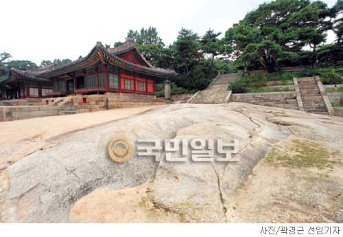 [고궁의 사계] 궁궐에 웬 너럭바위? 기사의 사진