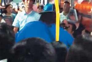 '니가'를 'nigger(깜둥이)'로 알아듣고… 외국인 흑인강사 버스서 60대 남성 폭행 기사의 사진