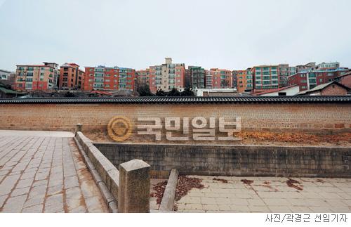 [고궁의 사계] 궁궐과 민가 기사의 사진