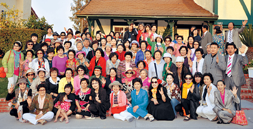 """""""민족간의 평화… 사랑의 노래"""" 국제여교역자협, LA서 선교대회 기사의 사진"""
