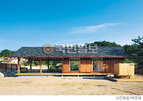 [매혹의 건축-'금산주택'] 도산서당 닮은 집 기사의 사진