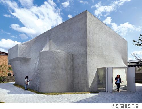 [매혹의 건축-'국제갤러리 3관'] 안개, 건물을 덮다 기사의 사진