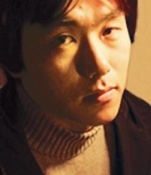 [정철훈의 현대시 산책 감각의 연금술] (31) 후렴의 시간을 허밍하다… 시인 김중일 기사의 사진
