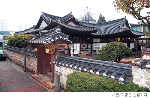 [매혹의 건축-'민가다헌'] 전통과 근대의 퓨전 기사의 사진