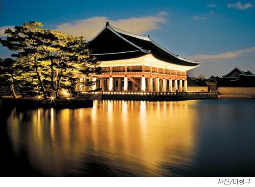 [매혹의 건축-'경회루'] 노비 출신이 지은 궁궐의 꽃 기사의 사진
