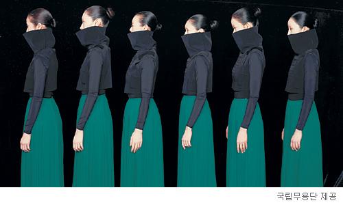 [무대의 풍경-'단(壇)'] 군더더기 걷어낸 세련된 일탈 기사의 사진