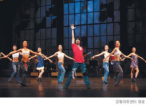 [무대의 풍경-'강동스프링댄스페스티벌'] 봄날에 펼쳐지는 대형 춤판 기사의 사진
