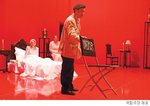 [무대의 풍경-연극 '크라이스 앤 위스퍼스'] 베리만  감독에  대한  오마주 기사의 사진