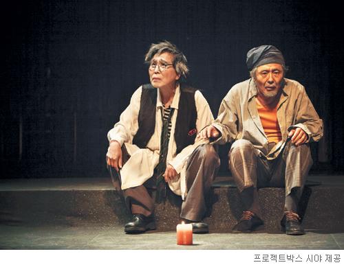 [무대의 풍경-'14人(in) 체홉'] 예술  앞에  늙음은  없다 기사의 사진