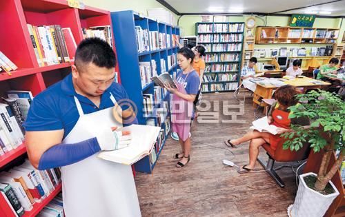 [포토 카페] 재래시장의 작은도서관 기사의 사진