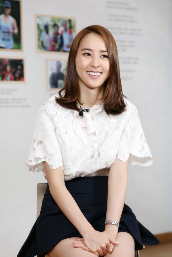 EBS 나눔0700 '맨발의 아이들 희망을 쏘다 ' 7일 방송…내레이션은 배우 한혜진 기사의 사진