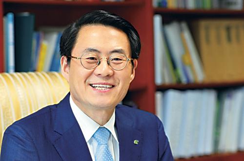 [인人터뷰] 농수산식품유통공사 김재수 사장이 말하는 한국 농업 기사의 사진