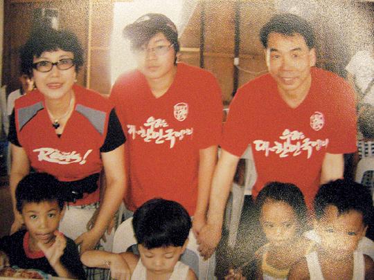 [역경의 열매] 이재만 (12) 늦둥이 아들 자극 주려 필리핀 단기 봉사 기사의 사진