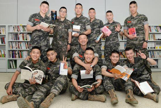 '복무기간 50권 읽기, 어렵지 않아요'… 해병대의 독서 작전 기사의 사진