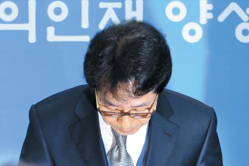 [국내 10대 뉴스] (6) 수능 2년 연속 출제 오류… 교육당국 신뢰 추락 기사의 사진
