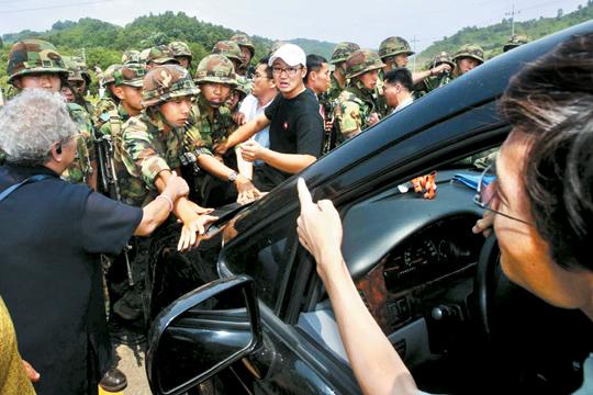 [국내 10대 뉴스] (8) 총기난사 등 잇단 사고에 방산비리… 한심한 軍 기사의 사진