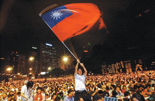 [해외 10대 뉴스] (10) 홍콩, 행정장관 직선제 요구 대규모 민주화 시위 기사의 사진