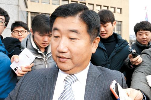 [국내 10대 뉴스] (3) 비선실세 의혹 '정윤회 문건' 2014년말 정국 강타 기사의 사진
