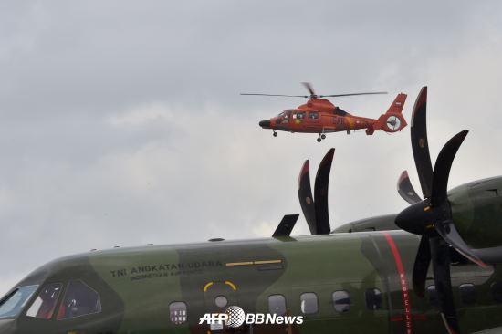 에어아시아기 블랙박스 신호음 추가 포착… 수거 임박 기사의 사진