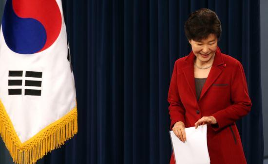 """[대통령 신년기자회견]""""김영한 전 수석 국회 출석거부, 항명이 아니다"""" 기사의 사진"""
