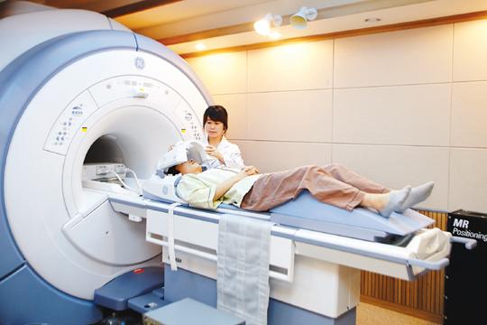 [암과의 동행] 80세까지 생존 경우 한국인 암 경험 확률 34% 기사의 사진