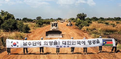 한빛부대, 남수단 국토 중심도로 건설…   보르∼주바 연결 197㎞ 기사의 사진