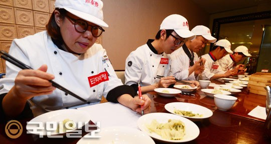 [국민 컨슈머리포트] ⑦ 만두<2> 전문가들이 맛본 4개 브랜드 기사의 사진