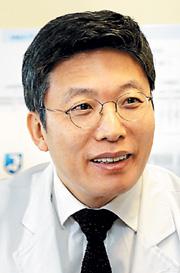 [명의&인의를 찾아서-주목! 이 클리닉] 김태유 서울대암병원장은 기사의 사진