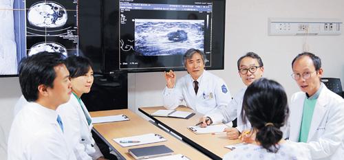 [명의&인의를 찾아서-주목! 이 클리닉] ② 국제성모병원 가톨릭전이·재발암병원 기사의 사진