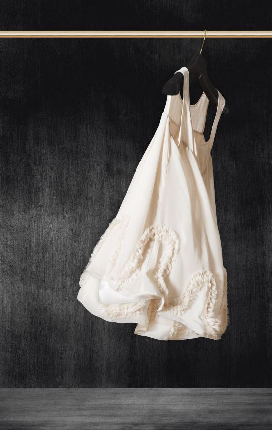 [영옥씨의 미술 바구니] 8. 나폴거리는 저 드레스가 우리 시대의 책가도? 기사의 사진