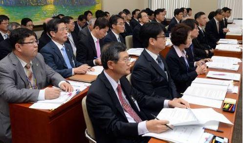 박근혜 정부, 고위직 10명중 7명이 영남인사… 인사 편중 심각 기사의 사진