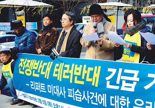 """[리퍼트 美 대사 테러] """"종북·이념논쟁 불거질라"""" 野·진보진영 초긴장 기사의 사진"""