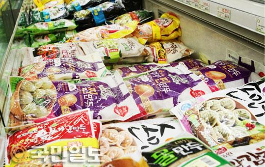 [국민 컨슈머리포트] ⑦ 만두<3> 전문가들의 시중 4개 브랜드 블라인드 테스트… 결과는? 기사의 사진