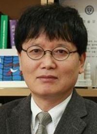 김동호 연세대 화학과 교수, 40년 동안 못 푼 가설 증명… '분자 방향성 이중적 성질' 기사의 사진