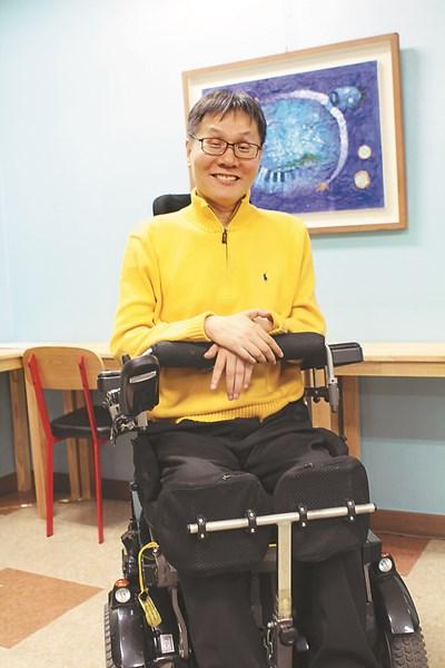 """""""장애는 끝이 아닌 새 삶의 시작이죠""""… 18번째 개인전 여는 '휠체어  화가' 탁용준 집사 기사의 사진"""