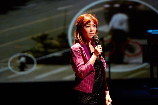 [김건표 교수의 연극이야기] 6. '차이메리카' 중국의 외투 속에 가려진 그림자 기사의 사진
