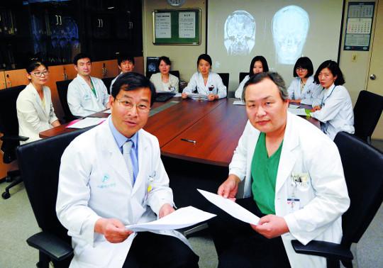 [명의&인의를 찾아서-⑭ 서울아산병원 파킨슨병클리닉 정선주 교수팀] 진료 10년 만에 2만여명 치료 기사의 사진