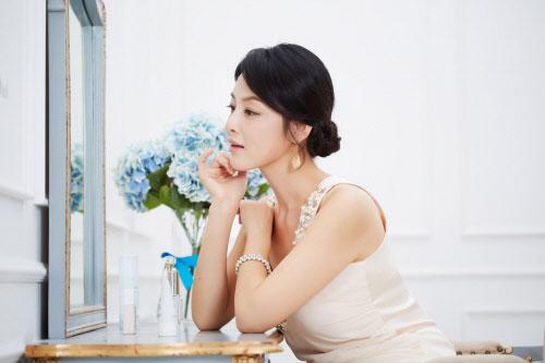 여성의 나이테 목주름 감출 수 없다면? 울쎄라에 주목 기사의 사진