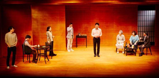 [김건표 교수의 연극이야기] 10. 고립의 사회, 박근형의 '히키코모리' 구출작전 기사의 사진