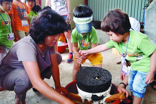 [살기 좋은 명품마을을 가다] (11) 춘천시 사북면 '솔바우 마을' 기사의 사진