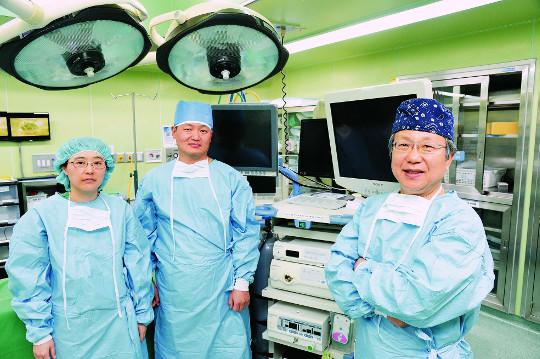 [명의&인의를 찾아서-(20) 한양대학교병원 위암클리닉 권성준 교수팀] 진행성 위암환자 생존율 높이기 기사의 사진